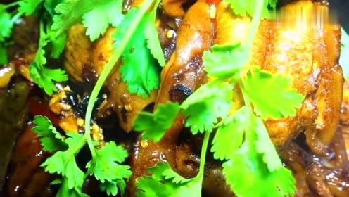 随便整一盆迪拜特产来吃,红烧骆驼蹄,满满的蹄筋也太好吃了