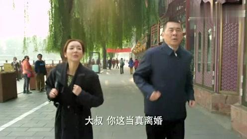 美女跟大叔跑步,直夸大叔人不可貌相,刚离婚40小时,就有俩女人追他!