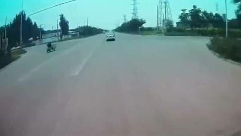 这样的车祸谁来负责,要不是视频这一切谁会相信!