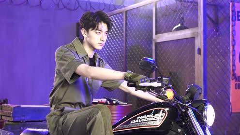 BTS: Xu Lu & Lin Yi cool photoshoot behind the bike | Love Scenery