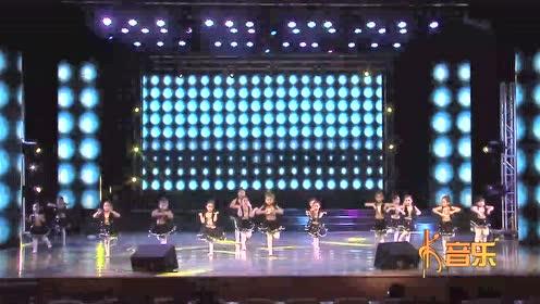 可爱的幼儿园小朋友表演的舞蹈《健康歌》
