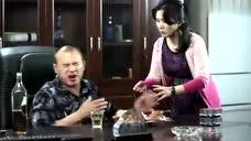 女子欠男子的钱,她却想拿女儿来做交易,男子听后很感兴趣