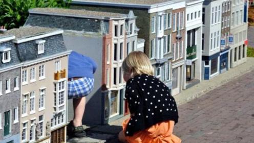 世界罕见的城市,被称作小人国,小孩在这里比房子都高