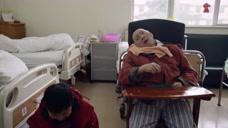 年少夫妻老来伴,他们实现了不管生老病死都会相伴一生的誓言