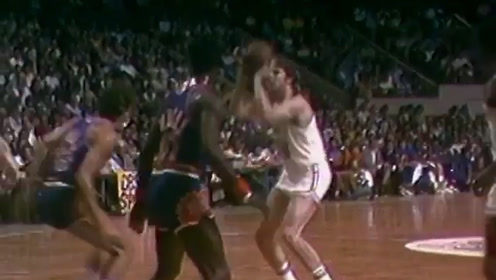 1976年的今天,戴弗-考恩斯拿下三双!