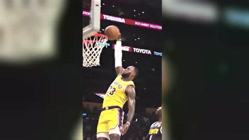 囧囧NBA:高清60帧之詹姆斯滑翔劈扣
