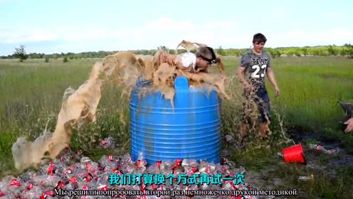 俄小伙用1000升可口可乐加苏打和曼妥思做喷泉实验