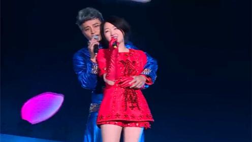 杨钰莹太美了!陈志朋和她唱情歌,情到深处都忍不住搂腰不放手