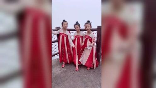 三胞胎小美女穿汉服的样子太漂亮了