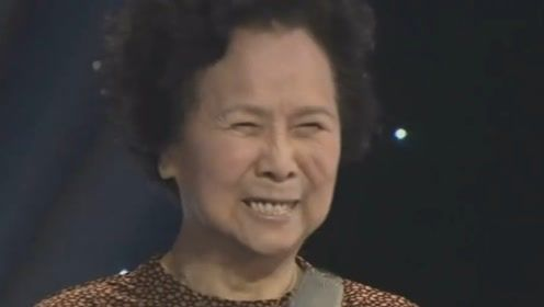 盲人小哥演唱一首《五百年桑田沧海》唱绝了,杨洁导演激动落泪!