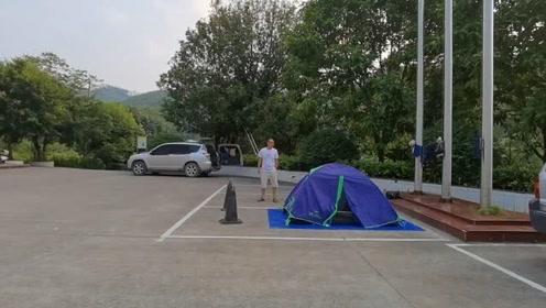 小明游广西,时间太赶晚饭后从河池开车到贵港平天山扎营,好累