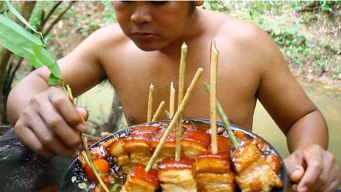 户外美食:红烧五斤五花肉,配上山里最有仪式感的吃法,一口一块真过瘾