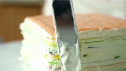 不用烤箱不用蒸锅,也能做超美的彩虹千层蛋糕,这个视频有点料!