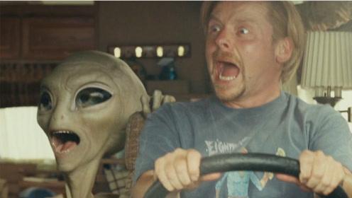 外星人来地球旅游,结果被人类抓住,困在地球整整60年