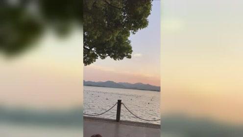 傍晚的西湖热闹非凡@头条旅游