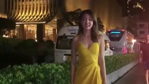 西安美女在拍视频,突然走过来一位老外,他会有什么反应