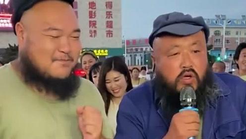 大胡子叔叔翻唱《大头皮鞋》,充满时代感的一首歌,超好听!