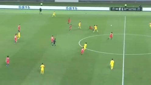 东亚杯苏东韦世豪的进球是欧洲水平,这个停球是中甲水平