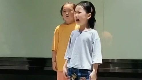 本以为遇到了一个小哭精,没想到音乐刚一响起,再看到她老师都快笑哭了!