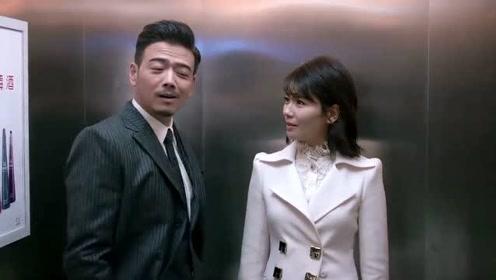 包奕凡和安迪在楼道甜蜜,怎料樊胜美突然出现,吓坏两人