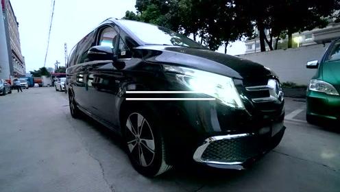 奔驰V260无隔断七座内饰改装,米白内饰高清视频