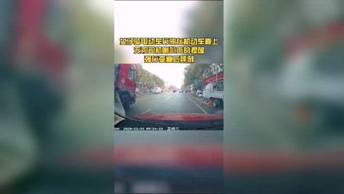 女子在机动车道上骑电动车并多次变道摔倒,大家认为视频车有责任吗?