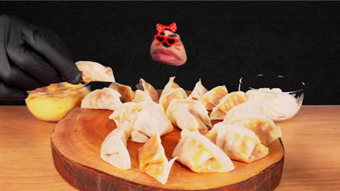 无脸君吃了一大袋火鸡面饺子!辣到不行,喝牛*也不解辣 - 西瓜视频
