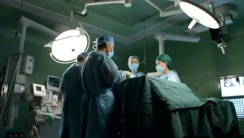 心肺移植手术,女医无从下手,没想到教授视频连线助她一臂之力