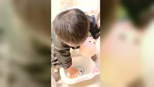 必须要录个视频存下来,等未来儿媳生了宝宝,到时候带娃就没我和儿媳的事了