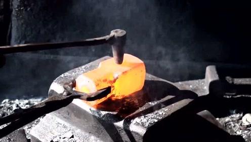 巴基斯坦铁匠打铁视频,干了几十年,看看手艺怎么样?