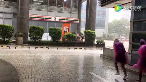 为什么深圳总是下暴雨呢 在腾讯大厦宝宝淋了一身
