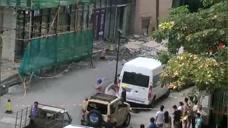 广东云浮一餐厅装修过程中发生爆炸 墙体掉落砸