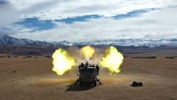 """超壮观!中国陆军4500米高原""""火力全开""""!"""