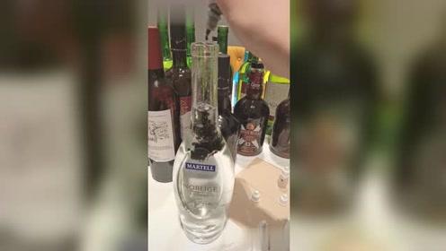 下次去酒吧,这样喝,白开水也能喝出洋酒的感觉!