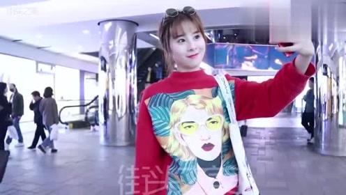 上海街拍:偷偷拍下正在自拍的妹子,你们猜妹