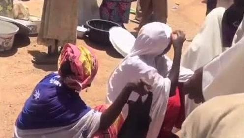 本来以为非洲人非常开放,看完这个视频,真是长见识了