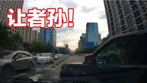 事故警世钟710期:看交通事故视频,提高驾驶技巧,减少车祸