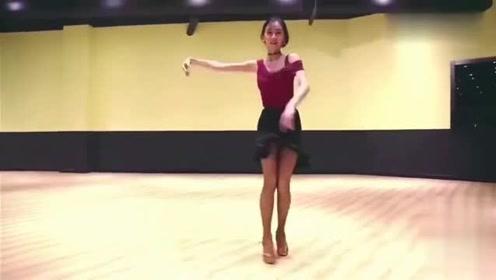 小姐姐跳拉丁舞水平就是高,一迈动舞步就知道功底深厚