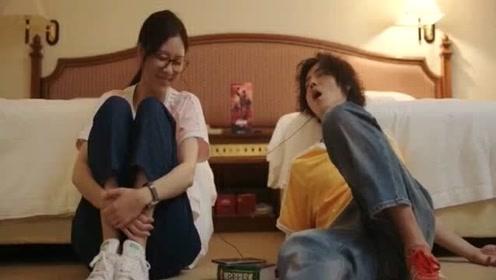 安蓝陪肖枫一起听音乐,没想到他很快就睡着了,接下来就丑态百出!