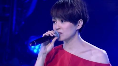 梁咏琪深情演绎《短发》,触动人心的歌声,让人陷入回忆