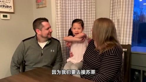 爸妈告诉中国女儿将再收养一个中国妹妹,孩子做出这个反应,看来太高兴了!