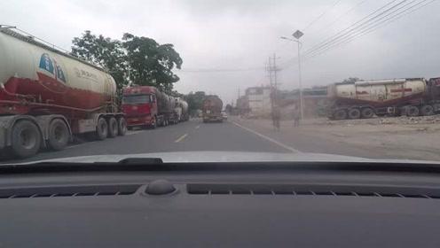 江西这条路上好多水泥罐车 看来最近水泥行业发展不错呀