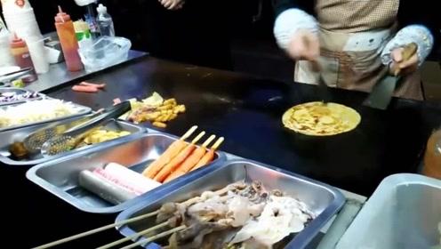 美食:街头美食小吃手抓饼,看着这么多配菜就觉得好食!