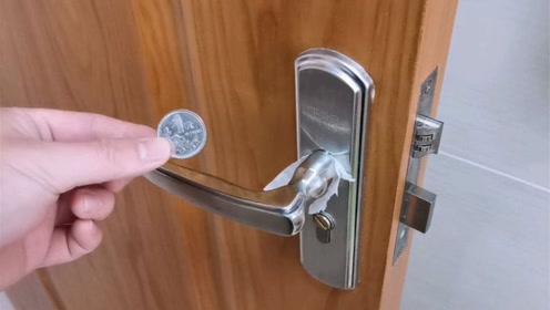 快在门上插个硬币,真是太聪明了,好多人不懂有啥用,早学早省钱