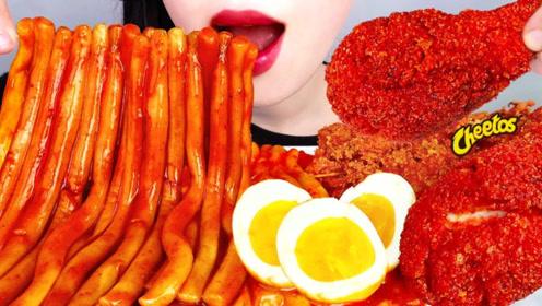 美食二倍速:小姐姐吃香辣年糕条,香辣炸鸡腿,水煮鸡蛋,太好吃了