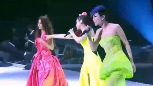 SHE现场演唱,我爱你让我听你的疲惫和恐惧,经典情歌表白粉丝!