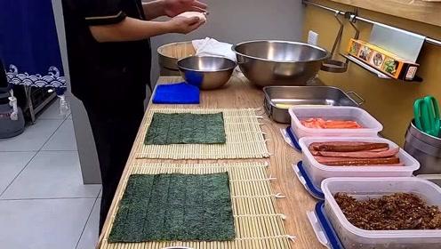 台湾街头特色饭团,十几种口味随意挑选,用什么配料自己说了算!