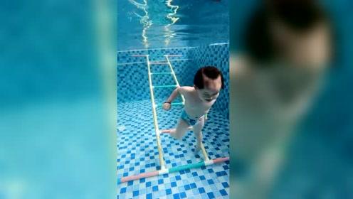 超级喜欢游泳的宝贝,几乎每天都要游