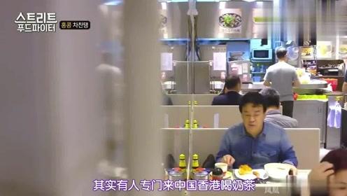 街头美食斗士:白钟元跑到中国吃方便面, 脸都要进碗里了, 称有奇妙的魅力!