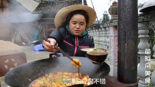 苗大姐做野版毛血旺,又麻又辣一大锅,看着她吃口水都掉了一地